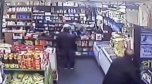 Man shot while chasing bodega robbers in Queens