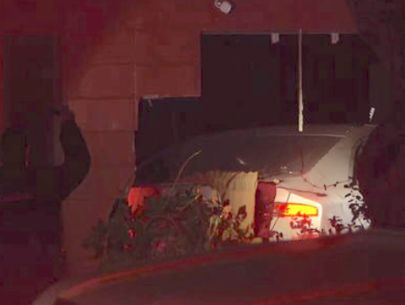 Driver runs away after car crashes into Orlando home