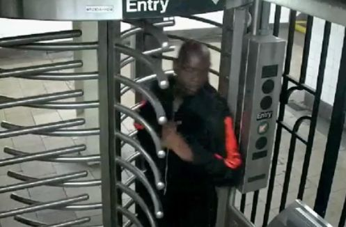 Man drags 2 down subway stairs in attempted robbery: Police