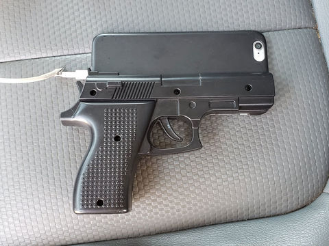 Illinois police warn people to stop carrying gun-like cellphone cases