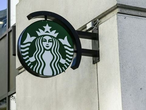 Starbucks apologizes after worker allegedly asks 6 cops to leave shop