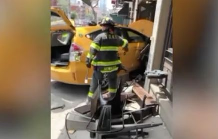 8 injured when taxi crashes into Manhattan restaurant: FDNY
