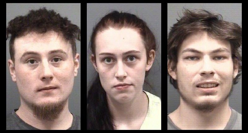 3 people charged after deputies find naked toddler running around outside