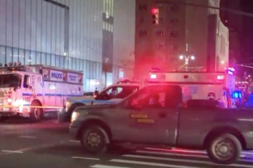 Worker finds dead body in manhole in Midtown: Police