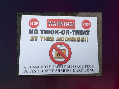Sex offenders sue over Halloween trick-or-treat warning signs