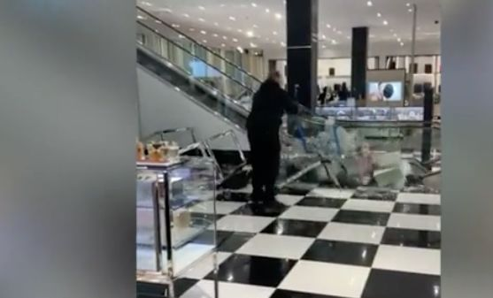 Video: Man trashes department store