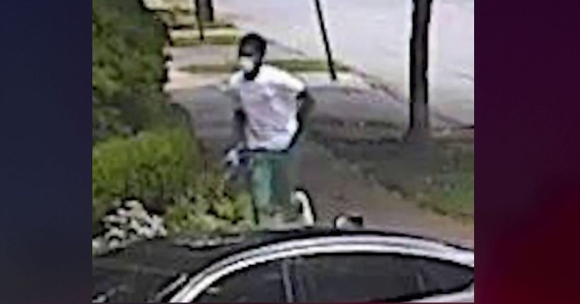Georgia woman, 84, robbed walking home by men wearing surgical masks