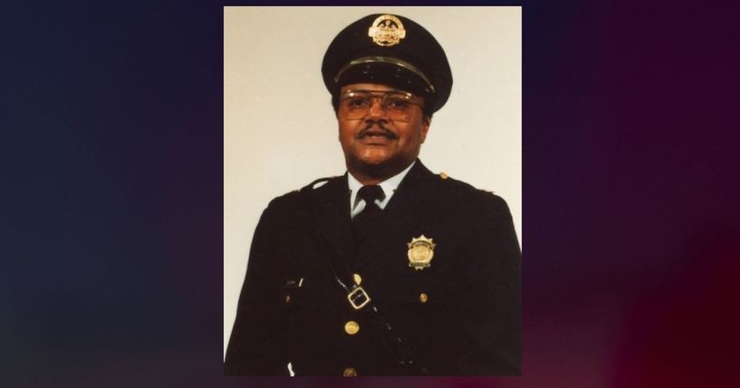 Retired St. Louis police captain shot dead outside pawn shop
