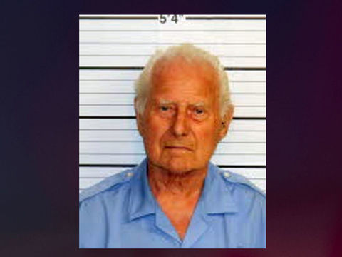 85-year-old accused of impersonating deputy, pulling gun in store
