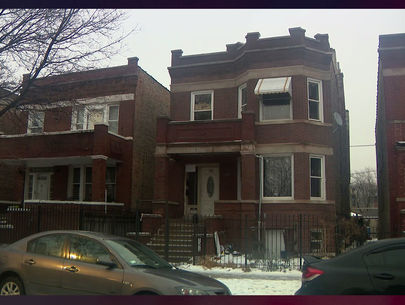 Mom charged after 7 kids found alone in vacant Chicago apartment